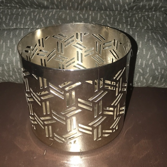 illume Other - Illume silver color candle holder like new